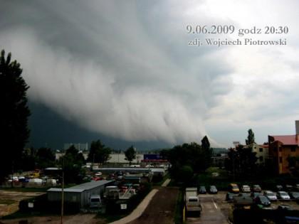 Front atmosferyczny nad Młodzieżową Spółdzielnią Mieszkaniową. Zdjęcie autorstwa Wojciecha Piotrowskiego z dnia 09.06.2009 godz. 20.30
